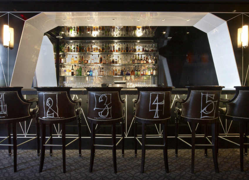 Bar Pleiades interior design tips