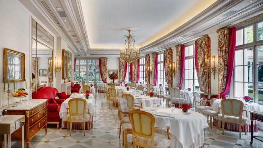 epicure luxurious restaurant in Paris