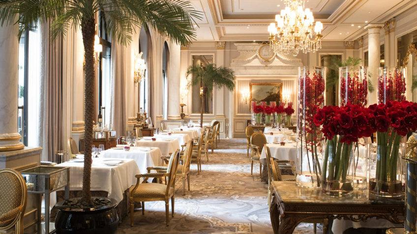 le cinq luxurious restaurants