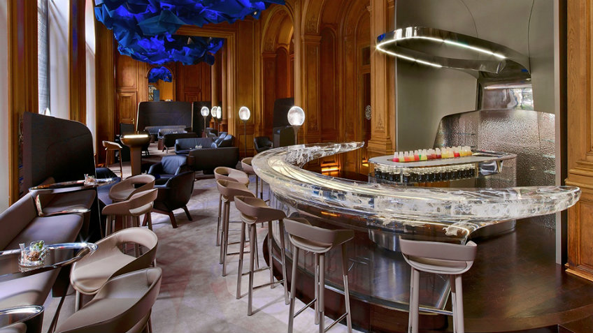 luxurious bar at the plaza