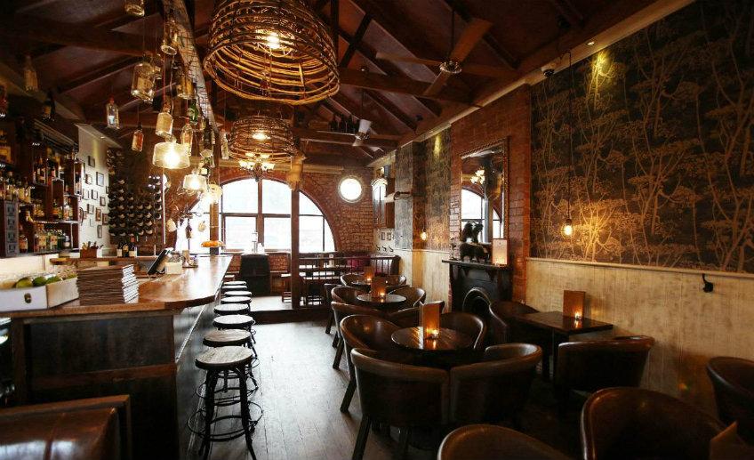 the black pearl luxurious bar
