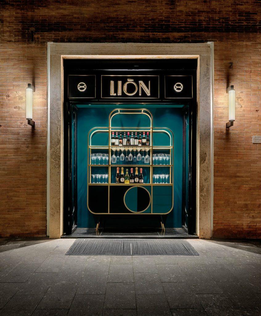 Lion Rome bar decor ideas
